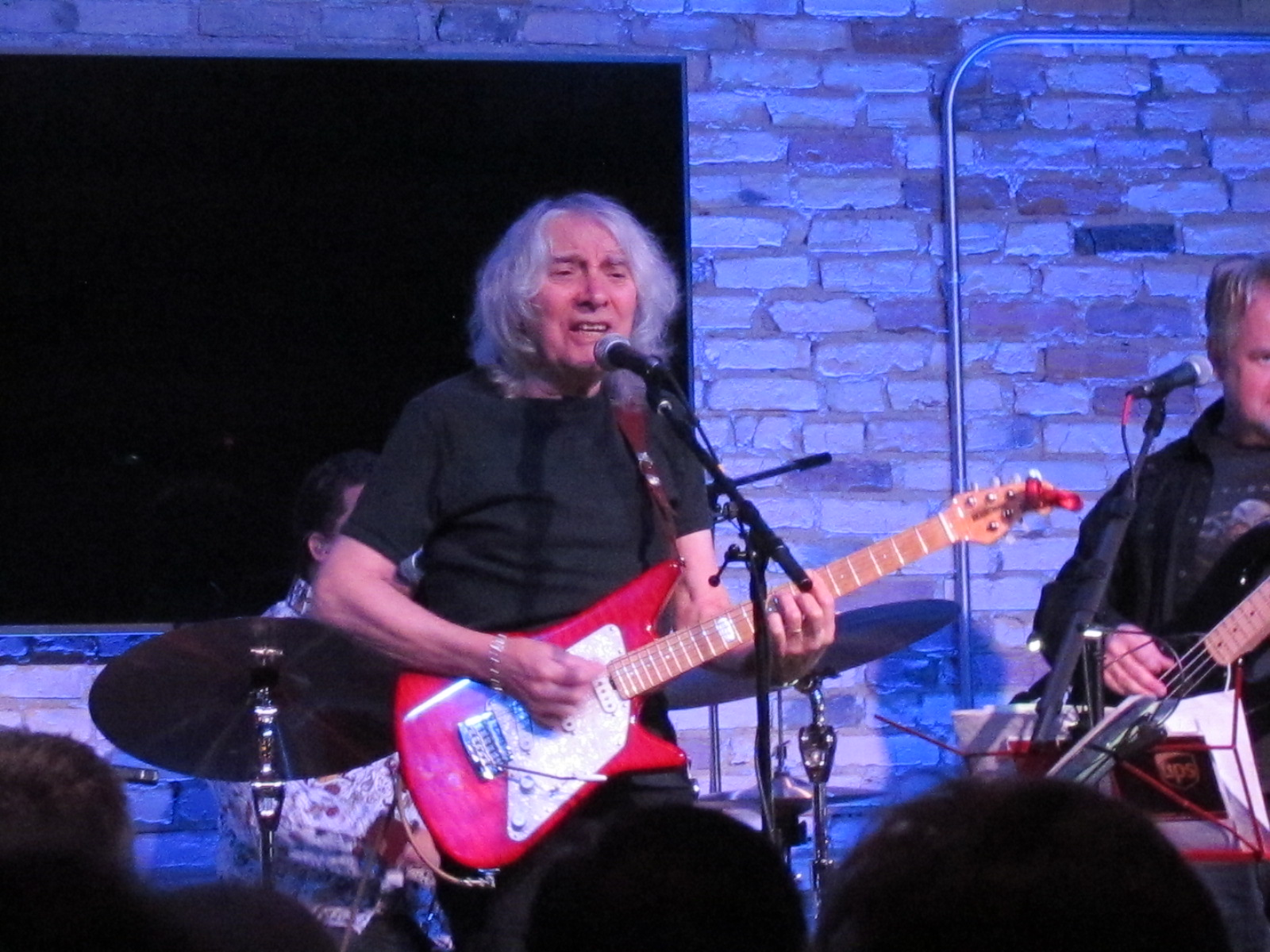 albert lee keeps fans engaged with versatile mix in spring